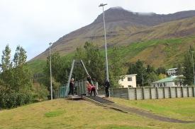 Krakkarnir að leik á skólalóð Seyðisfjarðarskóla